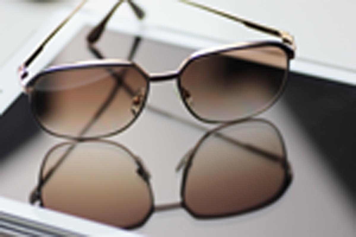 Sonnenbrille auf iPad